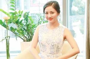 Văn Mai Hương điệu đà váy ren, tranh thủ chạy show trước khi ngồi ghế nóng Idol Kids