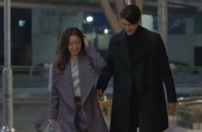 Vừa ly dị chồng, Kim Hee Sun đã vội cặp kè chàng luật sư đẹp trai
