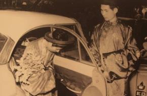 Những hình ảnh về đám cưới quý tộc, sang trọng năm 1969 mà đám cưới thời nay phải chạy dài