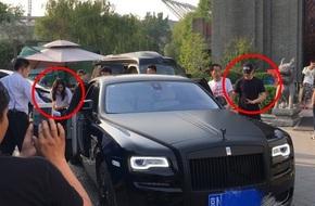 Huỳnh Hiểu Minh tình cảm đến đón Angelababy về nhà để kỷ niệm 2 năm kết hôn