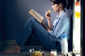 Các nhà khoa học cảnh báo nếu không từ bỏ thói quen ăn đêm bạn sẽ phải đối mặt với những điều này