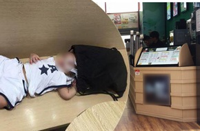 Hà Nội: Bé trai được mẹ đưa vào cửa hàng uống nước bị nhân viên chụp trộm tung lên mạng để câu like