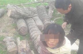 Nghệ An: Người phụ nữ bị vây đánh vì nghi rình bắt cóc trẻ em