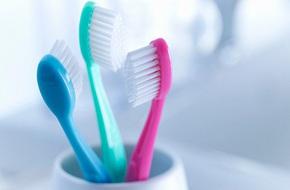 Dùng bàn chải đánh răng: Việc tưởng đơn giản nhưng có vô khối điều cần phải biết