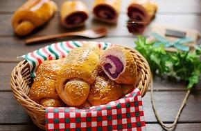 Bánh mỳ xoắn ốc tím lịm cực dễ thương