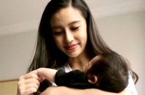 Angelababy đã mời gia sư về dạy riêng cho con trai 3 tháng tuổi