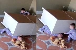 Vụ bé trai sinh đôi cứu em khi bị tủ quần áo đè: Dân mạng cho rằng clip là dàn dựng để... nổi tiếng