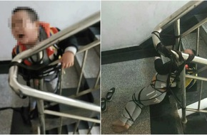Vợ trói con vào cầu thang làm áp lực đòi tiền chồng cũ, khiến đứa trẻ sợ hãi tới mất kiểm soát cơ thể