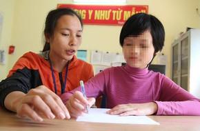 Bé gái 11 tuổi bị mẹ nhốt không cho đi học: Sau 1 năm