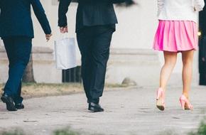 Những cô nàng váy hồng làm