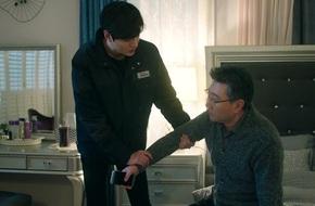 """Dân mạng phẫn nộ vì """"cha"""" của Lee Min Ho"""