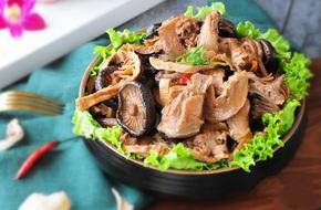 Món ngon cuối tuần: Bồ câu hầm nấm