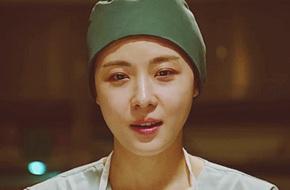 Ha Ji Won vỡ òa khi bố được cứu sống ở phút chót