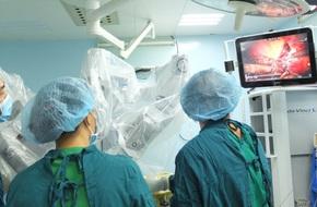 Lần đầu tiên tại Việt Nam, một bệnh nhân ung thư gan được phẫu thuật bằng robot