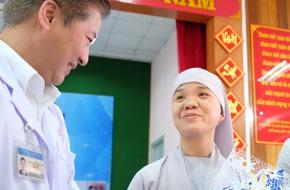 Phẫu thuật, cứu sống sư cô bị ung thư trực tràng bằng… robot