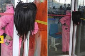 Trung Quốc: Mải đùa nghịch, bé gái 13 tuổi kẹt cứng đầu vào giữa cánh cửa kính