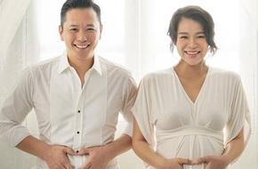 Vợ chồng Hồ Hạnh Nhi ngọt ngào chụp ảnh kỷ niệm trước khi lâm bồn