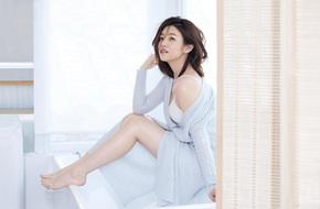 Tiểu Long Nữ xấu nhất màn ảnh - Trần Nghiên Hy khoe đường cong nuột nà hút mắt