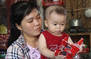 Chồng chết vì tai nạn, người mẹ trẻ nuốt nước mắt nuôi con nhỏ, đau đớn nhìn bố mẹ già bệnh tật không tiền chữa