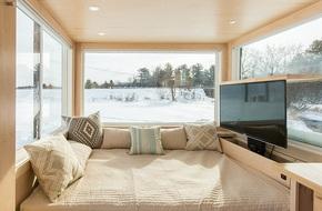 Ngôi nhà gỗ bên ngoài thì giản dị, bên trong lại lãng mạn đến bất ngờ