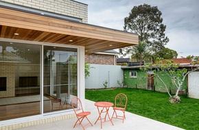 Về quê ở thôi là chưa đủ, phải mang cả đồng cỏ xanh mướt vào nhà như này mới chịu