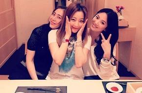 Song Hye Kyo nhí nhảnh khi được hội ngộ đàn chị Kim Hee Sun và Song Yoon Ah