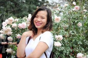 Khu vườn hoa hồng chen nhau nở rực rỡ trên sân thượng 18m² ở Hà Nội