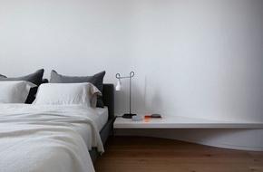 14 mẫu bàn đầu giường chẳng thể thiếu bên trong phòng ngủ