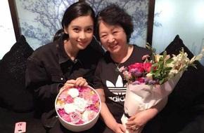 Huỳnh Hiểu Minh vui vẻ đón Ngày của Mẹ cùng hai người phụ nữ quan trọng nhất cuộc đời