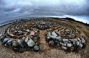 Bí ẩn những mê cung bằng đá khổng lồ nằm giữa hòn đảo nhỏ