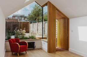 Thiết kế nhà ống tận dụng cửa kính lớn và các cửa sổ nhỏ đang trở thành xu hướng của năm
