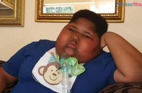 Mới 10 tuổi cậu bé này đã nặng gần 100kg, ăn cả giấy vệ sinh vì không thấy no