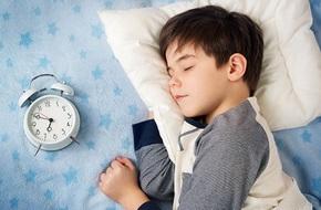Thời gian biểu cho trẻ đi ngủ theo độ tuổi khiến các mẹ tranh cãi nảy lửa