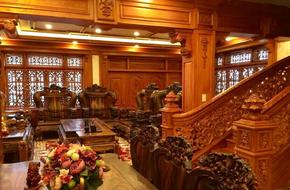 Choáng ngợp khi ngắm cận cảnh căn biệt thự toàn gỗ quý siêu sang giá 55 tỷ ở quận Tân Bình, TP.HCM