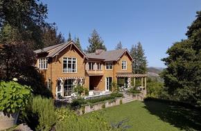 Ngôi nhà có không gian hiện đại nhưng lại nằm giữa khung cảnh thiên nhiên hoang sơ hút mắt