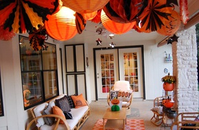 Ghé thăm ngôi nhà trang trí Halloween tuyệt đẹp của một nữ blogger