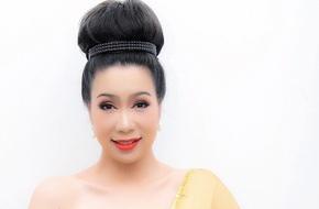 Trịnh Kim Chi khoe vai trần nuột nà, duyên dáng làm cô gái Thái Lan