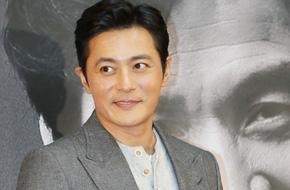 45 tuổi và đã có 2 con nhưng Jang Dong Gun vẫn hớp hồn chị em như thế này!