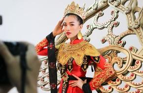Lệ Hằng tất bật chọn quốc phục thi Hoa hậu Hoàn vũ