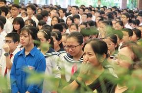 Tang lễ thầy Văn Như Cương: Học sinh trường Lương Thế Vinh hát khi linh cữu đi qua