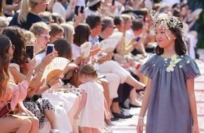 Con gái của Lý Á Bằng - Vương Phi biểu diễn thời trang tại Paris