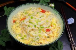 Nấu mì trứng cà chua cho bữa sáng siêu tốc ai cũng khen ngon