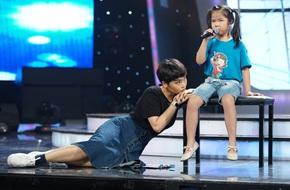 Miu Lê nhảy nhót, phấn khích ngồi bệt xuống sàn vì thí sinh Idol Kids