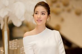 Hoa hậu Phạm Hương khoe giọng ngọt ngào, bất ngờ ra MV đầu tay