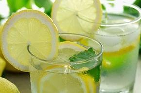 Uống nước chanh rất tốt, nhưng uống nhiều thì hãy cẩn thận với 7 tác hại