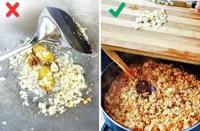Nếu bạn hay phi tỏi thơm trước khi nấu nướng thì bỏ đi, sai hết cả rồi, phải cho vào giai đoạn này