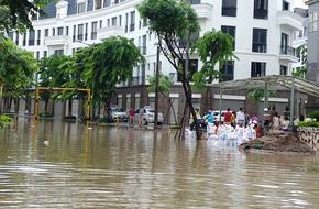 Hà Nội: Nhiều chung cư, khu đô thị bị 'cô lập' vì nước ngập lớn