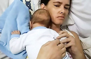 """Người mẹ """"hồi sinh"""" sau tai nạn khủng khiếp nhờ sinh con trong lúc hôn mê sâu"""