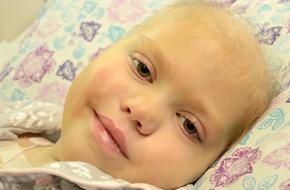 Bố mẹ chuẩn bị tang lễ cho con gái bị ung thư, không ngờ cô bé nói một câu khiến ai cũng sững sờ...