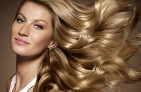 """Siêu mẫu thế giới Gisele Bundchen và 7 bí quyết chăm sóc tóc """"chân truyền"""" của phụ nữ Brazil"""